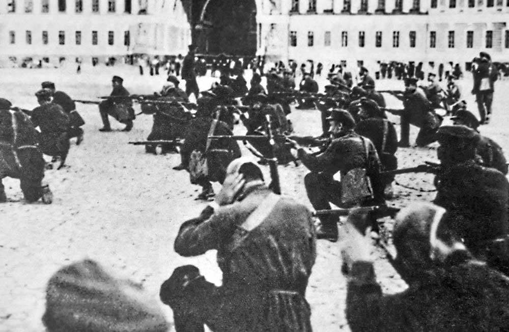 25/10: Όλη η εξουσία στα Σοβιέτ