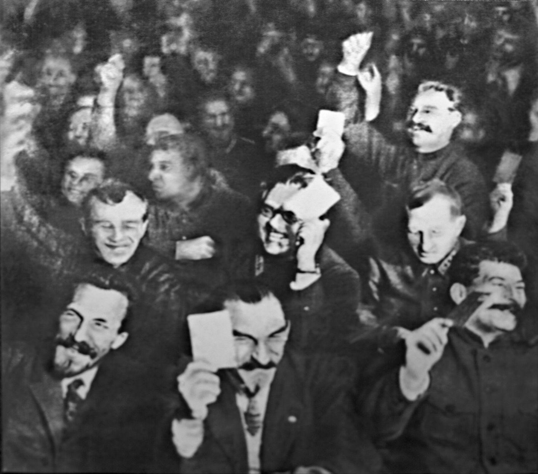 Πρώτο μεγάλο σχίσμα στην ηγεσία του κόμματος για το πρόβλημα σοσιαλισμός σε μια χώρα